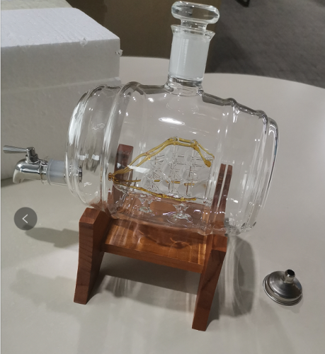 1000ML Whiskey Decanter with Wooden Stand photo review